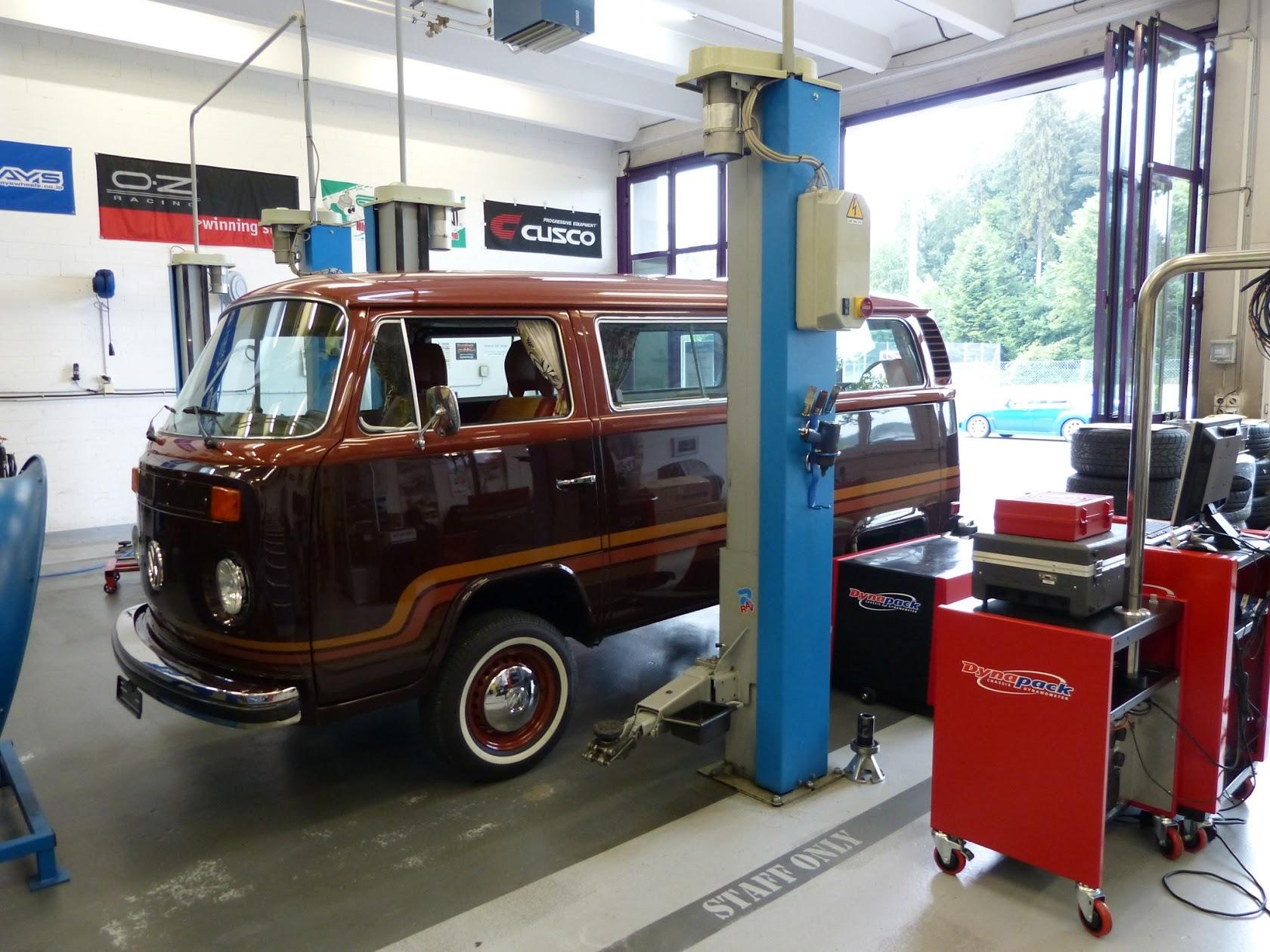 VW Bus on Dynapack